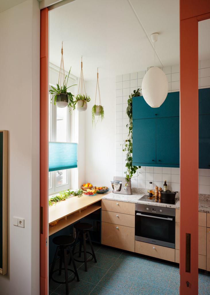 3-Lagado-architects-workhome-playhome-Rotterdam-interior-blue-orange-terrazzo-pink-sliding-door-kitchen-blue-valchromat-by Ruben Dario Kleimeer