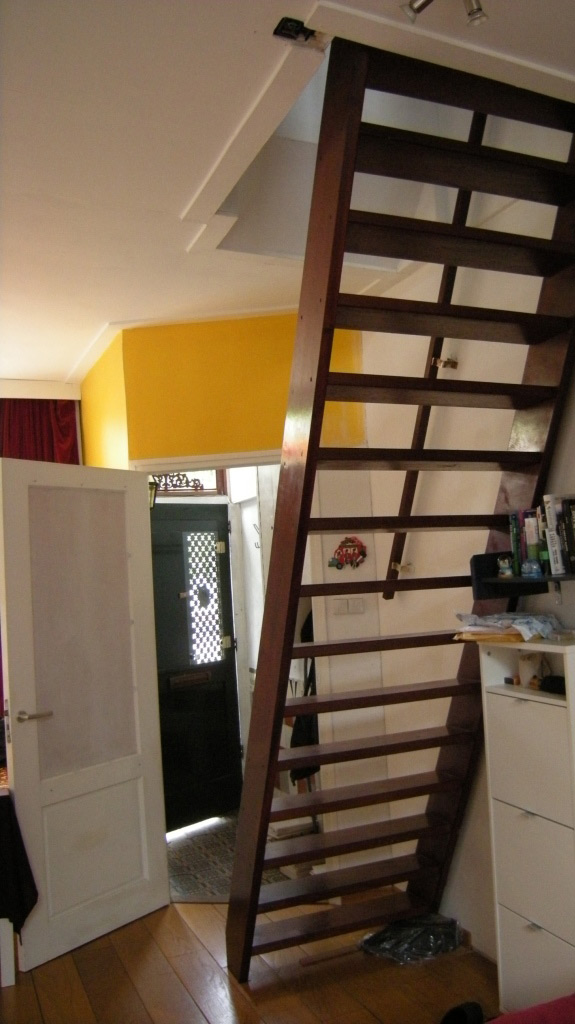 tinyhouse_lagado_hall_stair_old