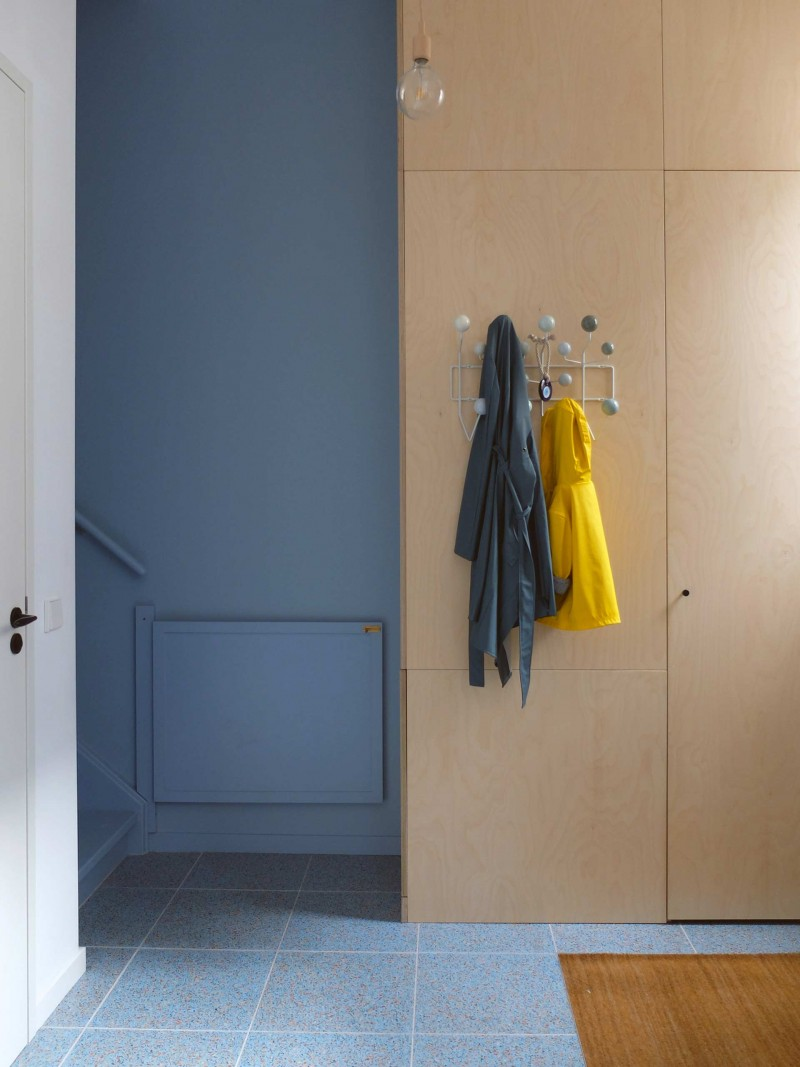 The hall as extension of the kitchen - Photo by LAGADO architects