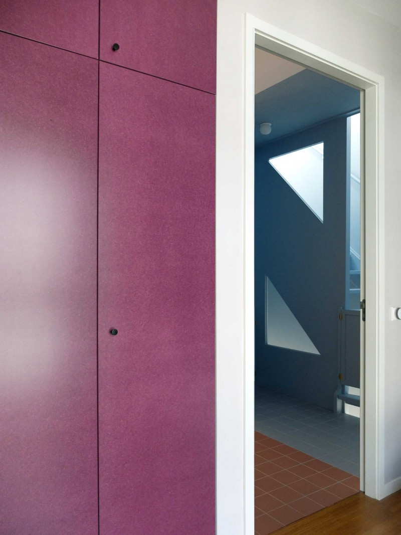 Lagado-architects-workhome-noordereiland-interior-triangular-windows-blue-stair-purple-valchromat