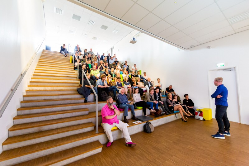 Lecture on the influence of colour and material on the education environment on behalf of RoosRos for Centrum voor Gezonde Scholen