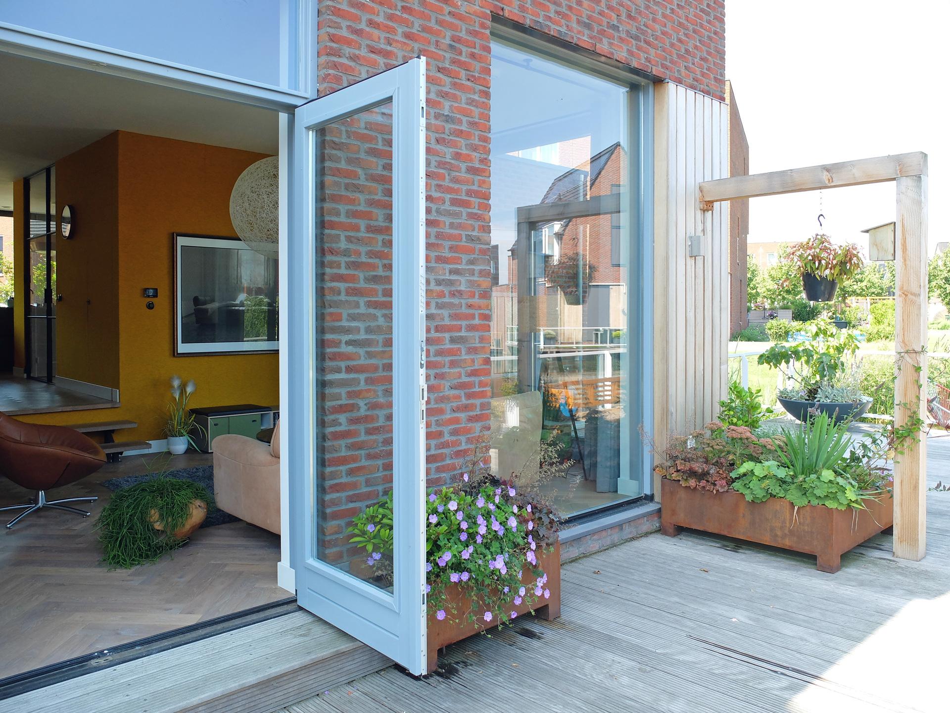 LAGADO-architects-orange-core-living-room-kitchen-level-felt-residential-interior-at-home-terrace